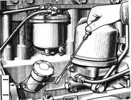 Сколько масла надо заливать в двигатель МТЗ 82